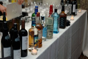 4 Ways to Make Wedding Bartending Simple